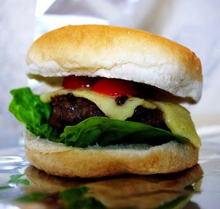 3c360-cheeseburger_01